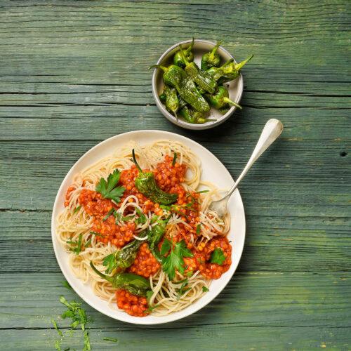 Spaghetti mit rote Linsen Sosse von Antje Plewinski Foodfotografie